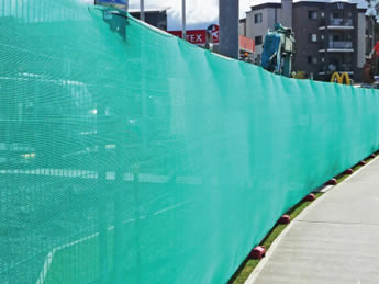 Green Australia portable fence shade clothes are attached on the portable fence panels.