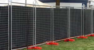 Australia portable fence shade clothes are attached on the fence panels.
