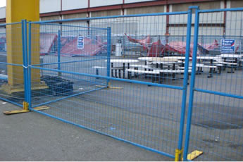 Several Canada portable fences are installed in the factory.