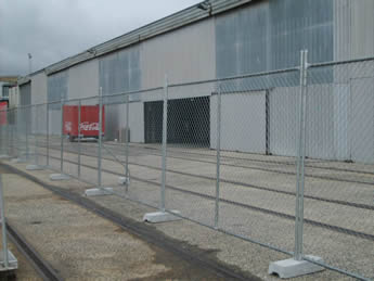 The portable fences with the concrete feet are installed in the factory.