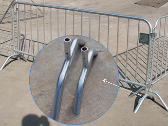 Two pieces of crowd control barriers are connected with the two bridge feet cross each other and a detail picture of the bridge feet.