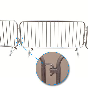 Three pieces of crowd control barrier with two units interlock system.