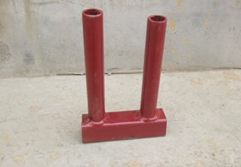 A red top coupler with round tubular legs on the ground.