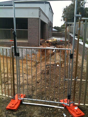 A piece of portable pool fence gate is installed on the construction sites.